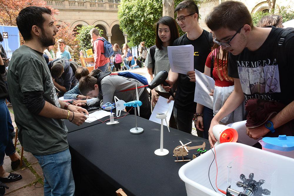 Más de un millar de personas participan en la actividad de la Fundación Gas  Natural Fenosa de la IV Fiesta de la Ciencia de la UB - Fundación Naturgy